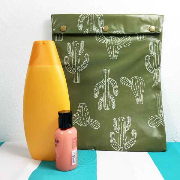 Schwimmtasche/ Schampootasche grün mit Kakteen, wasserdicht