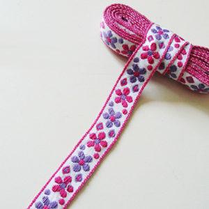 Band mit pinker und lila Blume