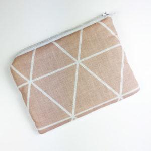 Geldbeutel rosa mit geometrischen Linien