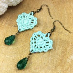 Ohrringe Spitze Herz mint mit grüner Perle