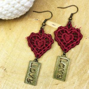 Ohrringe Spitze rotes Herz mit LOVE-Anhänger
