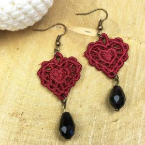Ohrringe Spitze rotes Herz mit schwarzer Perle