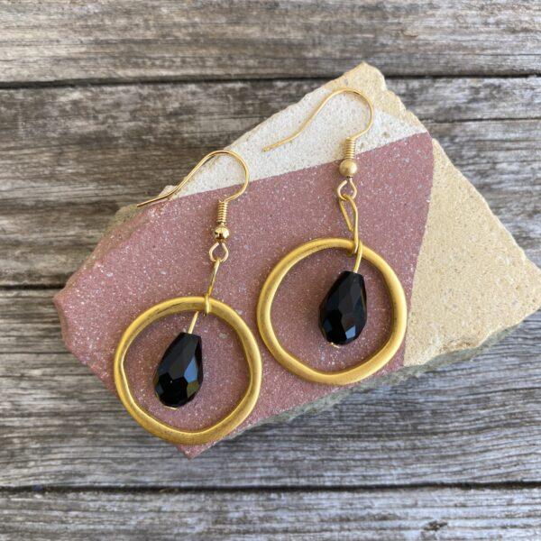 Ohrringe mattes gold, edel mit Glasperle schwarz