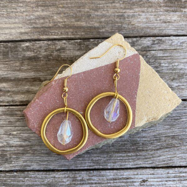 Ohrringe mattes gold, edel mit Glasperle klar transparent